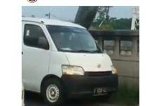 Pengendara Mobil yang Buang Kantong Sampah di Kalimalang Menyerahkan Diri ke Polres Metro Bekasi