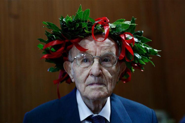 Giuseppe Paterno, pria berusia 96 tahun yang lulus dari Diploma di tengah pandemi Covid-19