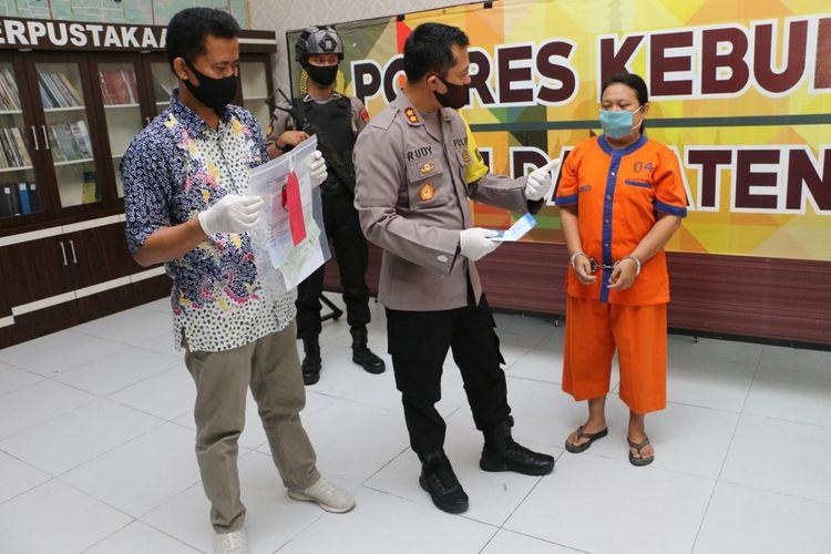 Ungkap kasus penipuan dengan investasi usaha katering di Mapolres Kebumen, Jawa Tengah, Senin (15/6/2020).