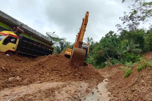 Tebing Longsor Timpa Pabrik dan 2 Truk, Jalur Alternatif ke Pangandaran Terputus