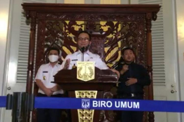 Gubernur DKI Jakarta Anies Baswedan dalam konferensi pers perpanjangan PSBB di Jakarta