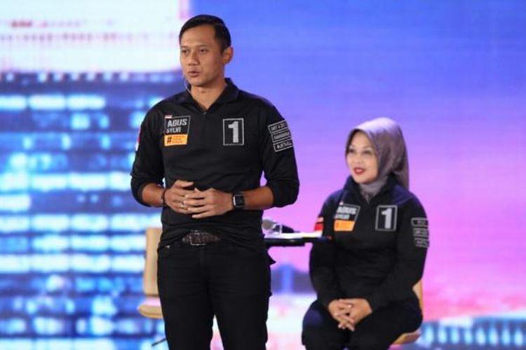 Pasangan cagub-cawagub DKI Jakarta, Agus Yudhoyono-Sylviana Murni, dalam debat terakhir di Hotel Bidakara, Jakarta, Jumat (10/2/2017)