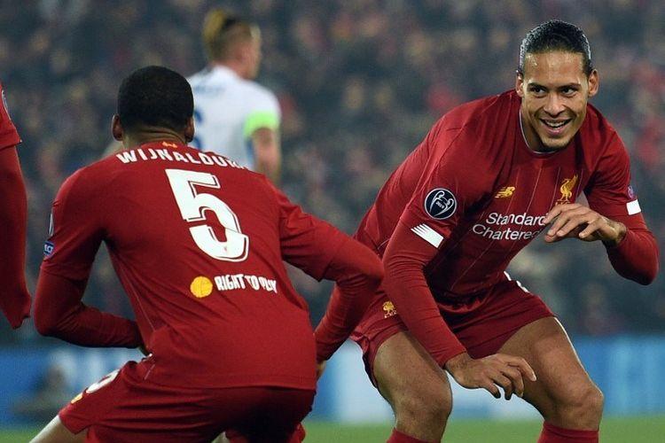 Gaya dua pemain asal Belanda, Georginio Wijnaldum dan Virgil van Dijk, saat merayakan gol pada pertandingan Liverpool vs Genk dalam lanjutan Liga Champions di Stadion Anfield, 5 November 2019.