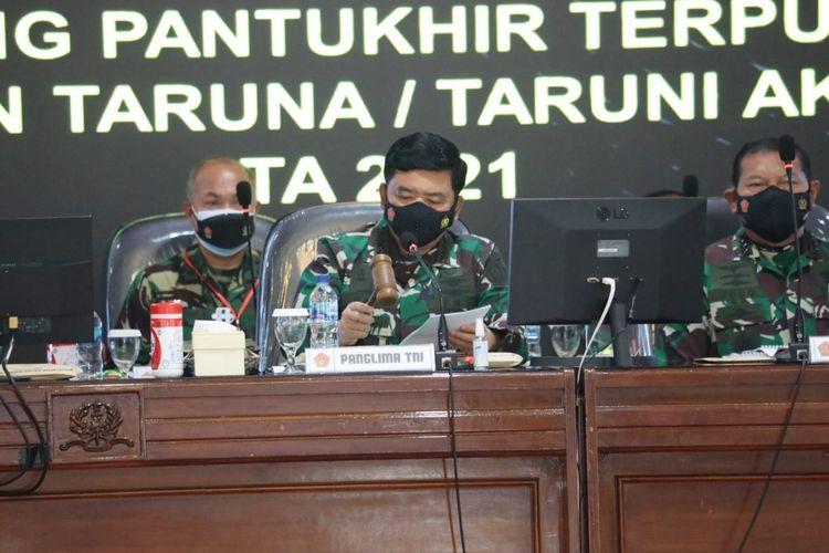 Panglima TNI Marsekal TNI Hadi Tjahjanto memimpin sidang pantukhir terpusat penerimaan taruna dan taruni Akademi TNI Tahun 2021 di Gedung Lily Rochli, Akademi Militer, Magelang, Jawa Tengah, Rabu (28/7/2021).