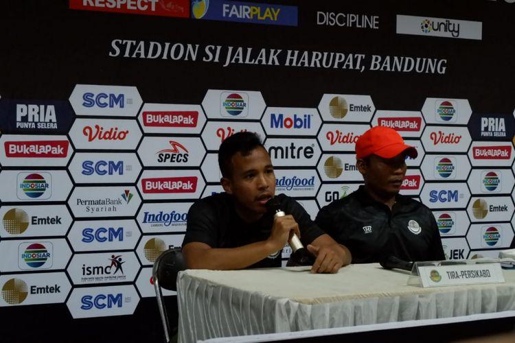 Asisten Pelatih TIRA Persikabo, Miftahudin, dan pemain Muhamad Guntur Triaji memberikan keterangan pers sesuai laga perdana Grup A Piala Presiden 2018 di Stadion Si Jalak Harupat, Sabtu (2/3/2019).