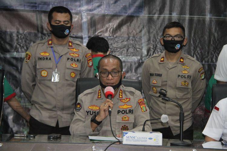 Jajaran Polsek Kalideres, Jakarta Barat, tangkap dua tersangka pengedar sabu-sabu seberat 14,4 kilogram. Kabid Humas Polda Metro Jaya Kombes Pol Yusri Yunus memberi keterangan terkait kasus itu kepada pers di Polres Metro Jakarta Barat, Senin (11/5/2020).