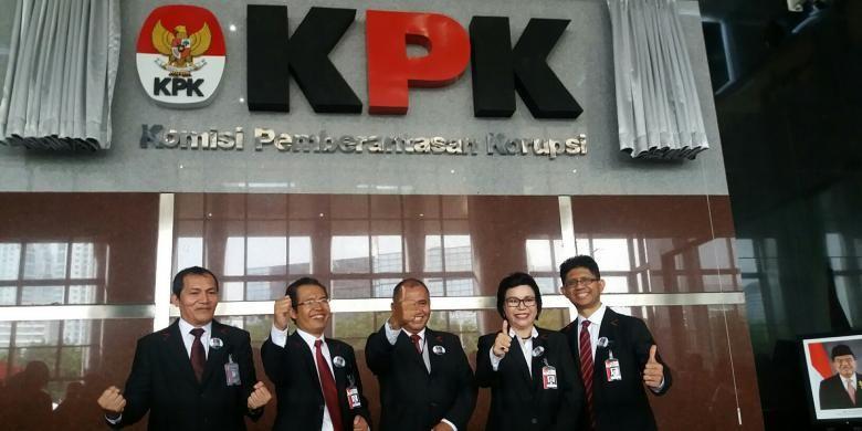 Lima pimpinan Komisi Pemberantasan Korupsi periode 2015-2019 saat peresmian gedung baru KPK di Jakarta, Selasa (29/12/2015).