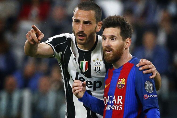 Bek Juventus, Leonardo Bonucci, tampak tengah berbicara dengan penyerang Barcelona, Lionel Messi, pada pertandingan perempat final Liga Champions di Juventus Stadium, Selasa (11/4/2017).