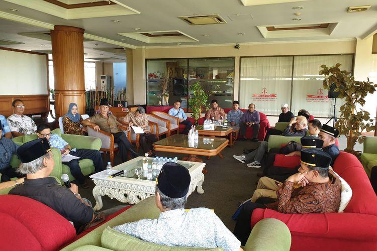 Keluarga besar kerabat Kesultanan Kutai Ing Martadipura dan enam pemangku hibah menggelar pertemuan di Hotel Grand Elty Singgasana, Tenggarong, Kabupaten Kutai Kartanegara, Rabu, (30/10/2019).