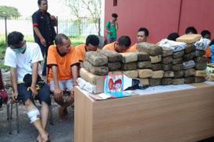 Pihak kepolisian Polres Bandara Soekarno-Hatta siap memusnahkan 48 kg ganja kering di area pembakaran bandara, Rabu (16/4/2014).