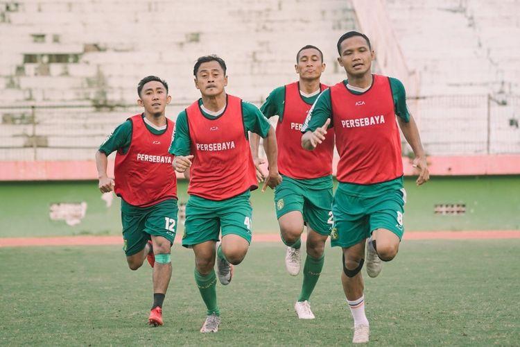 Rendi Irwan, Samsul Arif, M. Syaifuddin dan Oktafianus Fernando menjalani menu latihan conditioning, Sabtu (06/03/2021) sore.