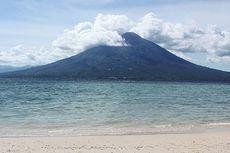 Memoles Pantai Waijarang di Pulau Lembata