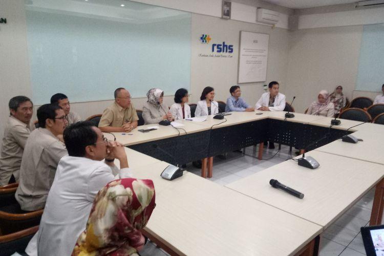 RSHS lakukan konferensi pers terkait adanya pasien yang diduga terpapar virus korona di RSHS Bandung, Senin (27/1/2020)