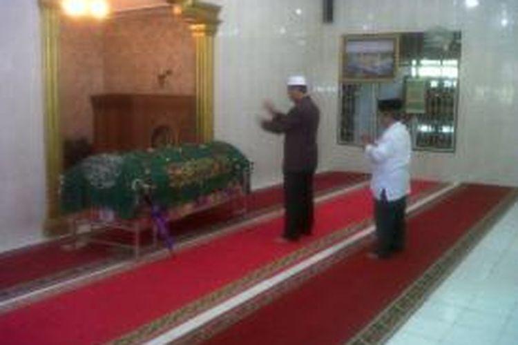 Melayat Jemaah Shalat Id, Gubernur Mengaku Ingin Meninggal ...