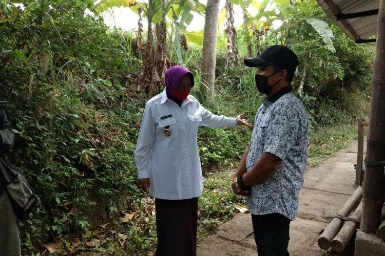 Wabup Sleman Sri Muslimatun saat meninjau Desa Wisata Grogol