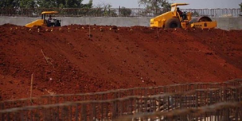 Ilustrasi: Aktivitas pengerukan lahan Tol