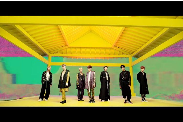 Penampilan boyband BTS dalam teaser video musik IDOL untuk album Love Yourself: Answer.