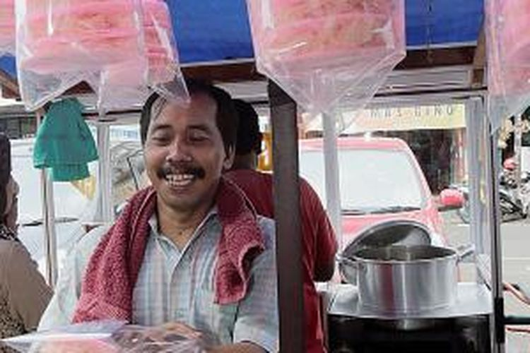Deretan gerobak pedagang makanan di Pasar Lama, Tangerang.