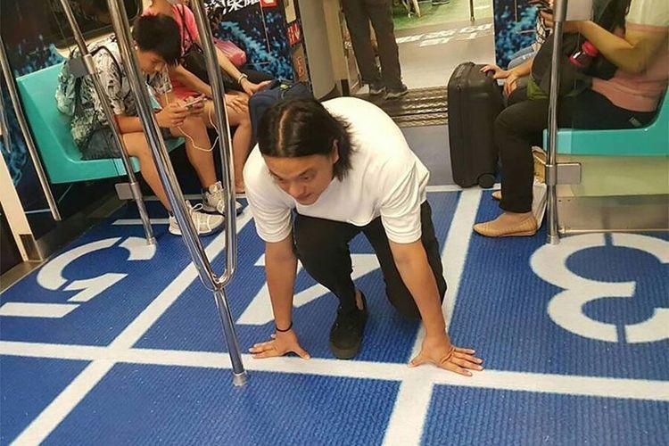 Lantai kereta bawah tanah di Taiwan yang disulap layaknya venue olah raga.