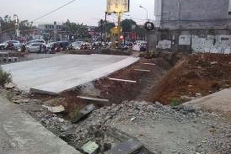 Pembangunan underpass di Jalan Margonda, Depok, Jawa Barat. Gambar diambil pada Rabu (15/10/2014).