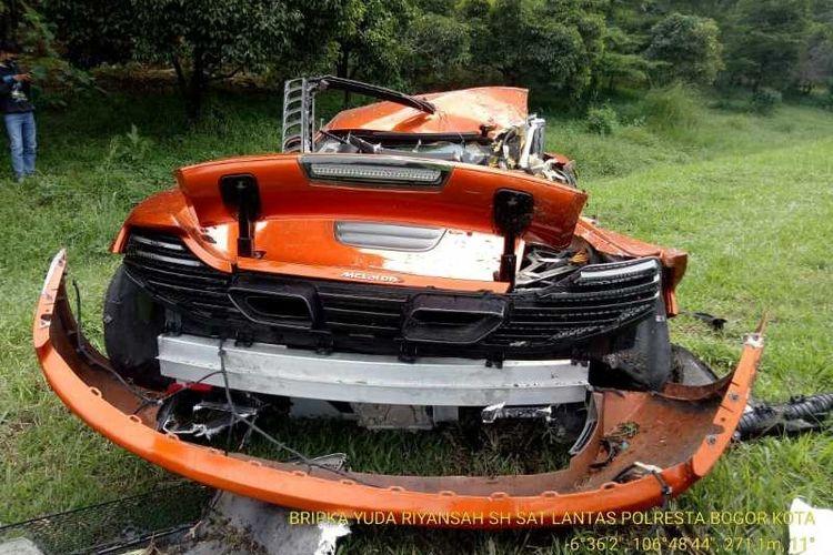 McLaren kecelakaan tunggal di Tol Jagorawi, Minggu (3/5/2020).