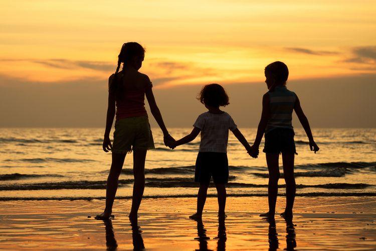 Ilustrasi tiga anak