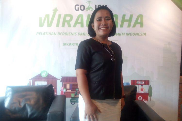 Rosie Pakpahan, pemilik usaha Tahu Jeletot Taisi yang kini sukses menjalanlan bisnisnya berpose di sebuah acara di Jakarta, Rabu (20/2/2019).