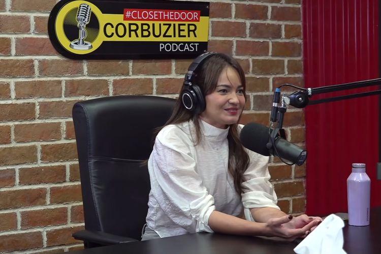 Enzy Storia saat jadi bintang tamu di podcast Deddy Corbuzier