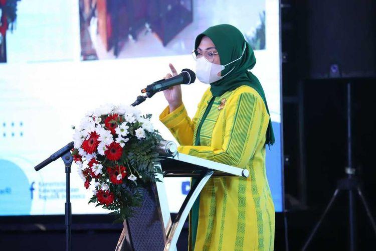 Menteri Ketenagakerjaan Ida Fauziyah, saat menyampaikan sambutan pada acara sosialisasi program pemagangan dan pelatihan vokasi, di salah satu hotel di Kabupaten Jombang, Jawa Timur, Minggu (8/11/2020).