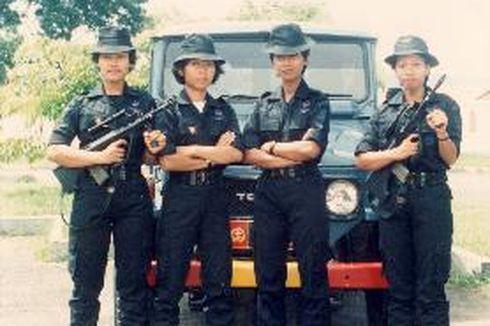 Cerita Polisi Wanita Gegana Brimob Pertama di Indonesia