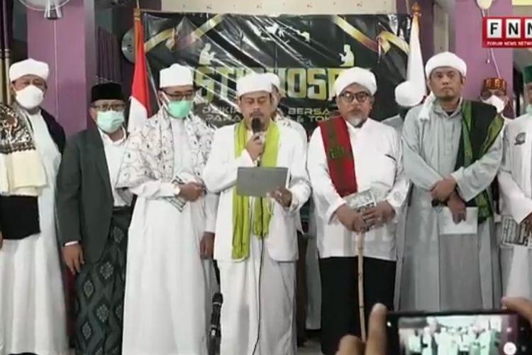 Ketua PA 212 Slamet Maarif beserta ulama lainnya menyampaikan surat terbuka menjelang sidang vonis terhadap terdakwa Rizieq Shihab dalam kasus tes usap di RS Ummi Bogor.