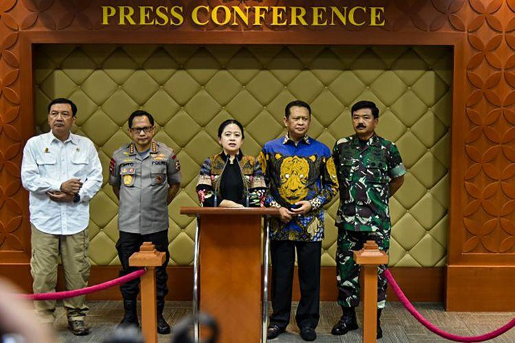 Ketua DPR RI, Puan Maharani saat konferensi pers di Gedung Nusantara V DPR.