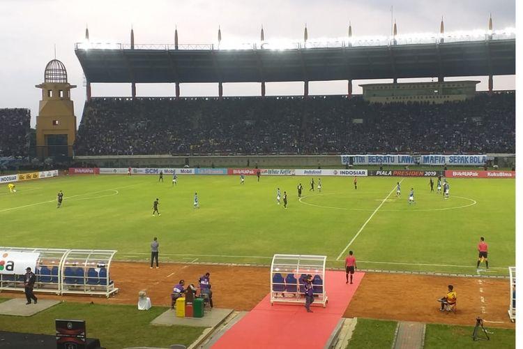 Suasana pertandingan Persib Bandung versus TIRA Persikabo pada laga pembuka Grup A Piala Presiden 2019 di Stadion Si Jalak Harupat, Sabtu (02/03/2019).