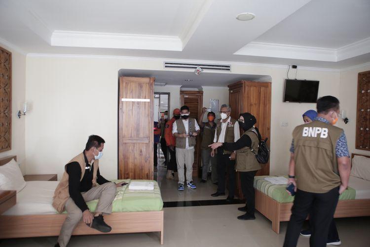 Badan Nasional Penanggulangan Bencana (BNPB) meninjau lima lokasi ruang isolasi pasien di Jakarta, Jumat (18/6/2021).