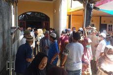 Jenazah Bupati Yasin Payapo Dibawa ke Rumah, Warga Beramai-ramai Datang Melayat