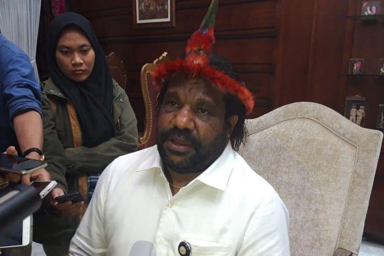 Staf Khusus Presiden sekaligus Ketua Lembaga Masyarakat Adat Tanah Papua Lenis Kogoya berkunjung ke rumah dinas Wali Kota Surabaya Tri Rismaharini, Selasa (21/8/2019).