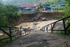 Jembatan Penghubung di Bandung Barat Ambruk, Ratusan Warga Terisolir
