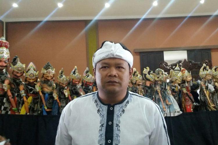 Seniman sekaligus dalang wayang golek Sunda Dadan Sunandar Sunarya berbicara mengenai kriteria calon pemimpin Jawa Barat.