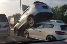 Kecelakaan Terjadi di Tol Bintaro, Nissan Xtrail Naik ke VW Scirocco