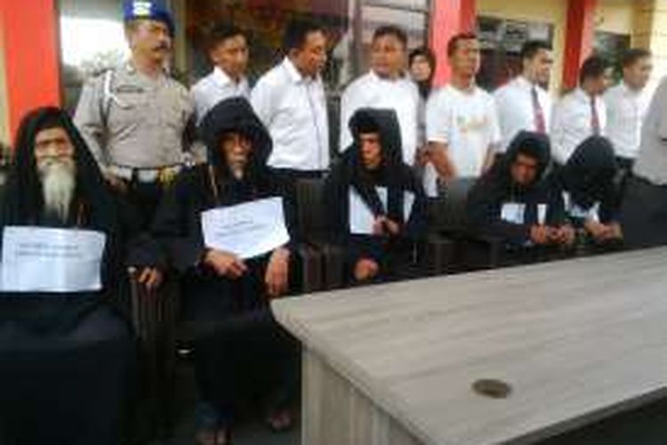 Para maha guru Dimas Kanjeng diperiksa di Mapolda Jatim