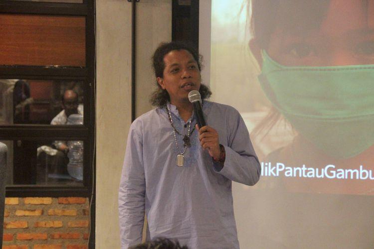 Satriaddin Maharinga Djongki alias Arie Kriting (32), komedian jebolan Stand Up Comedy Indonesia (SUCI) Kompas TV Season 3 saat tampil sebagai bintang tamu dalam acara Pengenalan Platform PantauGambut.id di Jakarta, Senin (5/6/2017).  Kompas/Jumarto Yulianus (JUM) 05-06-2017