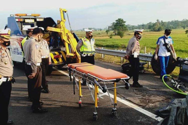 Foto suasana di lokasi kejadian kecelakaan di tol ruas Kayuagung-Palembang yang menewaskan empat orang Rabu (21/10/2020) pagi pukul 04. 30 WIB