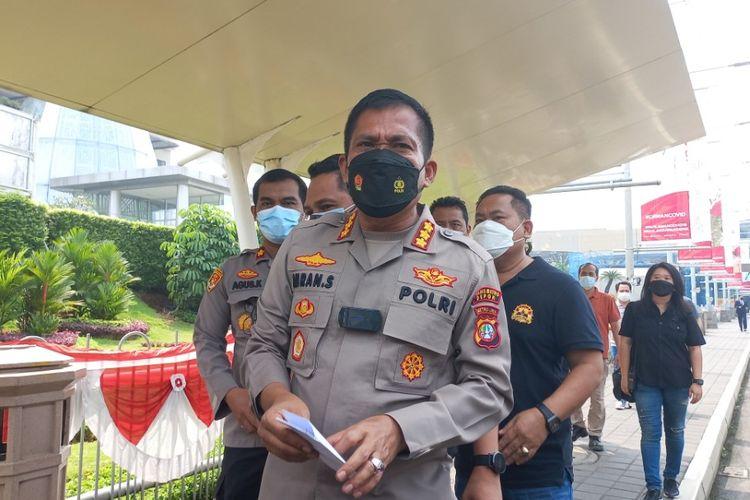 Kapolres Metro Depok Kombes Pol Imran Edwin Siregar saat berada di depan area Mal Margo Cit, Depok, Minggu (22/8/2021).
