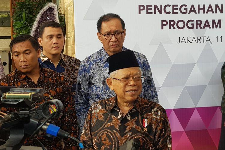 Wakil Presiden Maruf Amin usai memimpin rapat pleno soal kemiskinan dan stunting di Kantor TNP2K, Jalan Kebon Sirih, Jakarta Pusat, Selasa (11/2/2020).