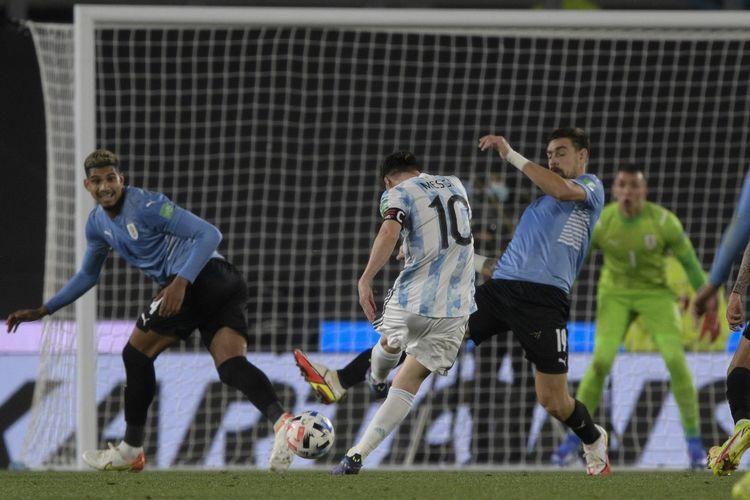 Laga antara Argentina dan Uruguay di Stadion El Monumental, Senin (11/10/2021) pagi WIB, pada lanjutan Kualifikasi Piala Dunia 2022 Zona Amerika Selatan (Conmebol).