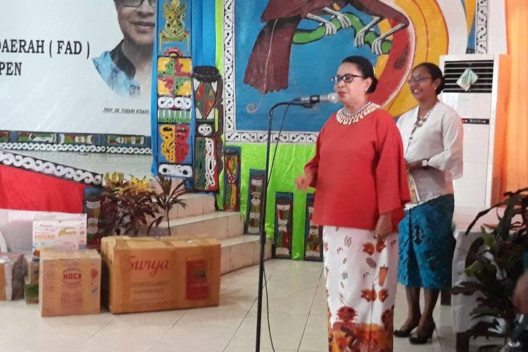Menteri Pemberdayaan Perempuan dan Perlindungan Anak (PPPA) RI Yohana Yembise di Waropen, Papua, Kamis (10/10/2019).