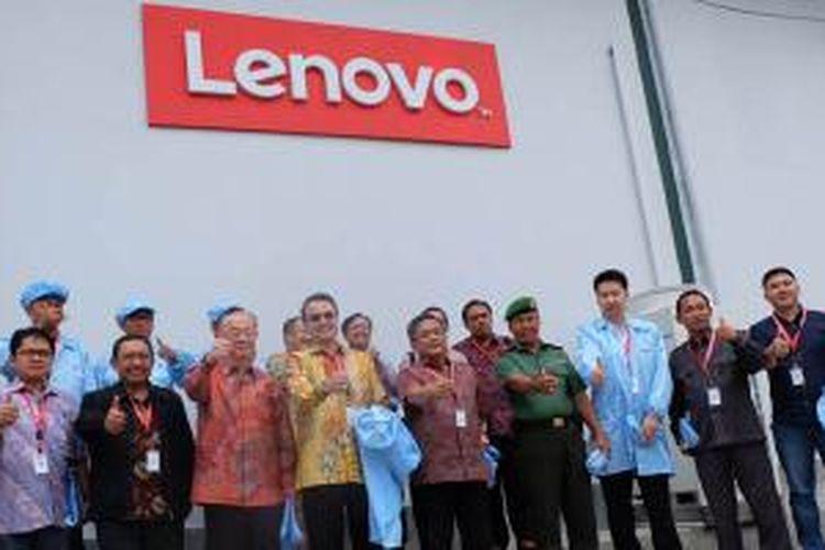Peresmian pabrik perakitan ponsel Android Lenovo di Serang, Banten pada Kamis (5/11/2015).
