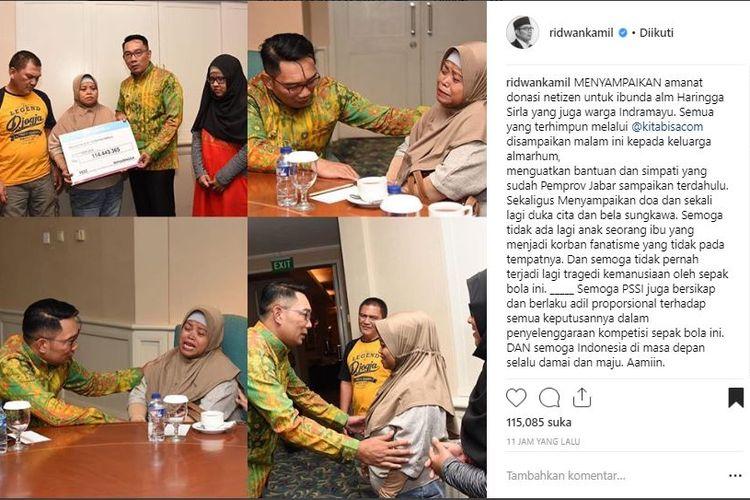 Ridwan Kamil menyerahkan bantuan netizen yang terkumpul untuk Haringga Sirla, kepada ibundanya, Mirah, pada Senin (15/10/2018).