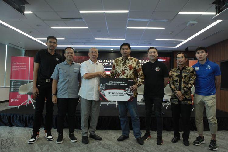 Ketua Steering Committe (SC) Turnamen Piala Presiden Bola Basket 2019, Maruarar Sirait (keempat dari kanan).