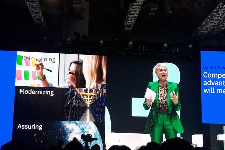 Chairman dan CEO IBM Asia Pasifik Harriet Green  ketika memberikan paparan dalam IBM Think Singapore di Singapura, Rabu (14/8/2019).